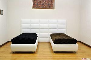 Boiserie Tecno, Paire de lits simples avec tête en boiserie tapissée, idéale pour les chambres d'enfants