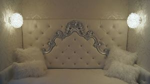 Sara custom, Lit simple avec tête de lit baroque