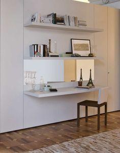 Lambris équipés, Lambris équipé d'accessoires avec étagères et tiroirs