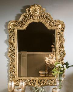 5824, Miroir en bois sculpt� et perc�