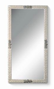 Art. 772, Miroir rectangulaire, avec fleurs et feuilles sur cadre