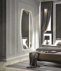 AN 724 C, Miroir vertical avec d�coration