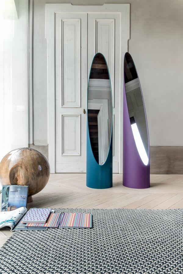 KOLONAKI, Miroir sur le sol avec une structure recouverte de cuir