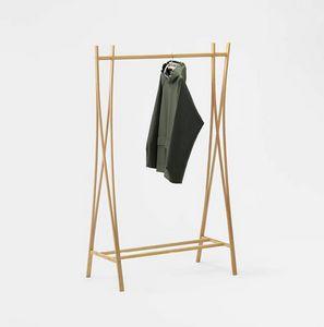 Tra-ra, Porte-vêtements en bois