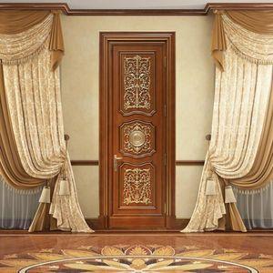 Andromeda, Porte sculptée à la main, avec des décorations luxueuses de la feuille d'or