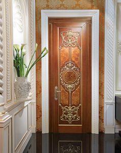 Lamda, Porte luxueuse avec des sculptures de feuilles d'or