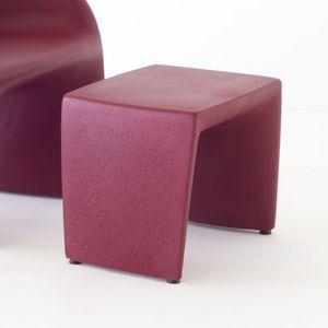 Pop, Moderne plastique pouf idéal pour contrat
