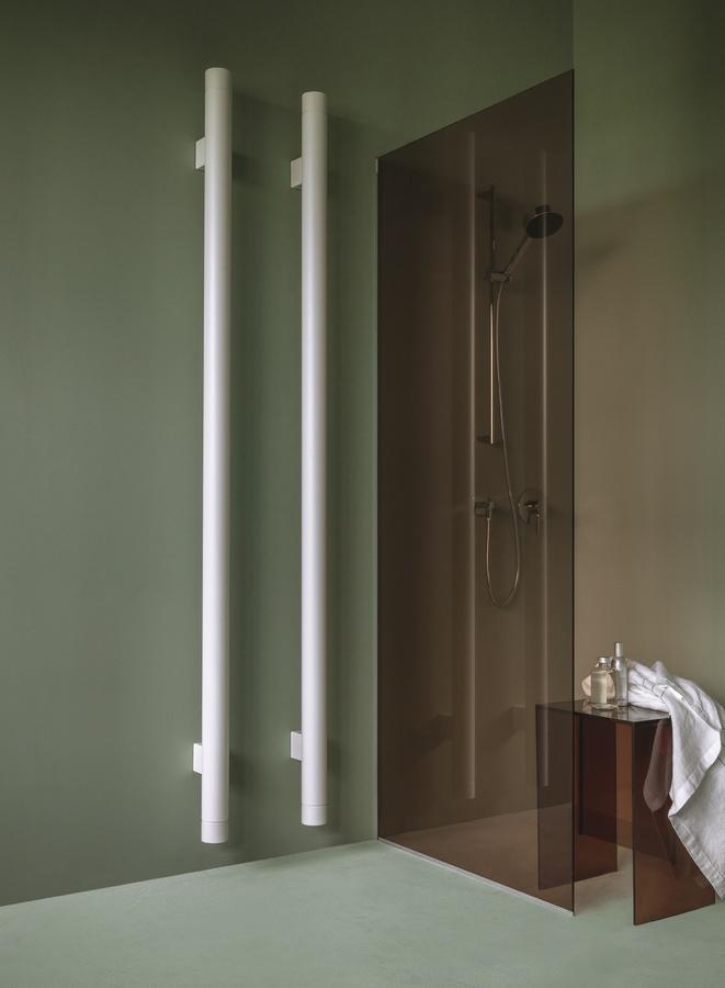 TBT, Radiateur porte-serviettes, qui peut être utilisé à la verticale