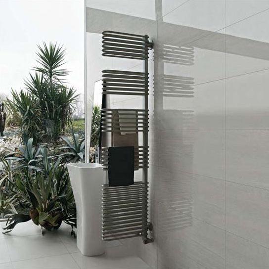 Totem, Radiateur sèche-serviettes, qui peut être utilisé comme un diviseur de bains