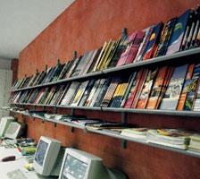 Socrate wall display units, Mur de rayonnages pour les bibliothèques, les kiosques et boutiques