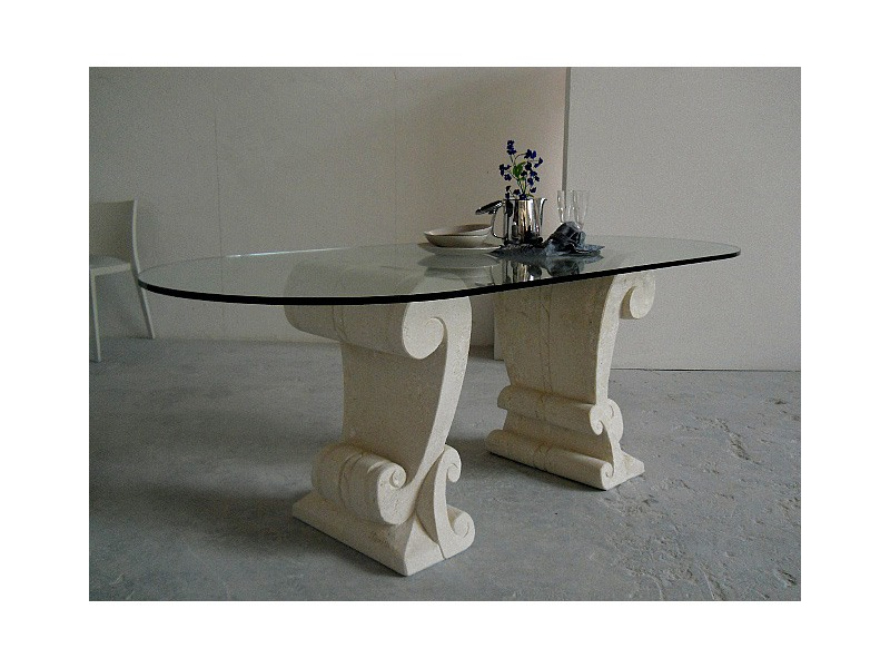Eliseo, Table avec deux bases sculpté dans la pierre