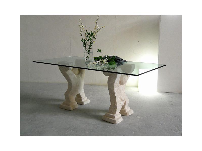 Omini, Table pour la maison ou au bureau, avec deux bases sculpté dans la pierre