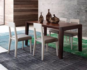 Tea, Table à manger en bois