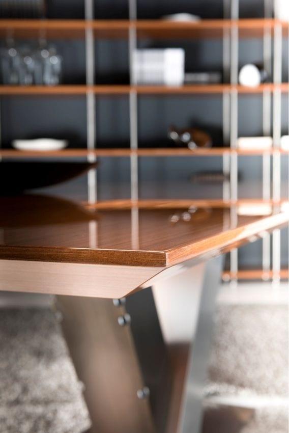 Totò, Table à manger avec base en acier et plateau en bois