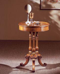 Art. 210, Élégamment décorées petite table, avec plateau rond, en bois de noyer