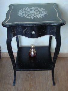 Art. 361, Table basse carrée pour salons de luxe, haut décoré