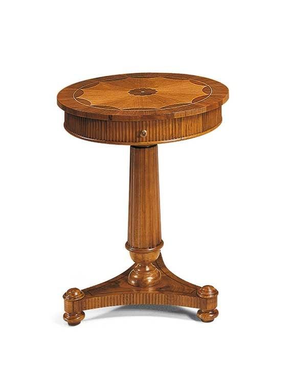 Art. 396, Table d'appoint ronde de style classique