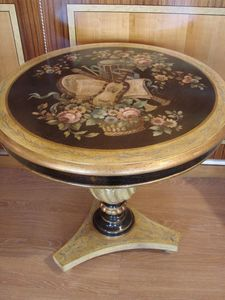 Art. 713, Table d'appoint ronde traditionnelle, tourn� colonne, pour la maison