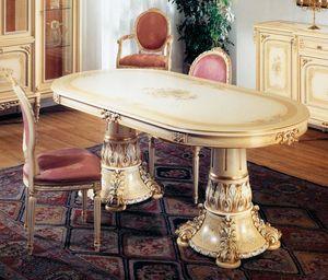 Art. L-790, Table ovale, laqué Ivoire clair patiné, avec des détails en or, décoré à la main