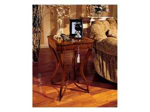 Marika side table 739, Style classique Table basse carrée en bois avec pieds galbés
