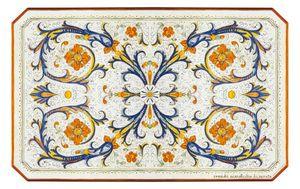 Ricco Deruta Pieno, Table à la décoration classique