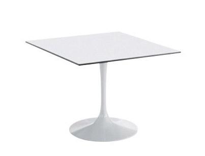 Saturno, Table carrée, un restaurant et un snack-bar