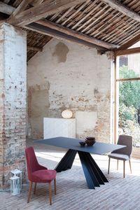 VENTAGLIO, Table à manger avec plateau en verre noir, base en métal