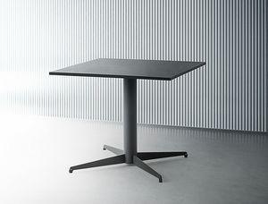 Alfie Squared, Table avec plateau carré