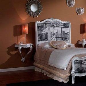 3615 TABLE DE CHEVET, Table de chevet laqué blanc convient pour les chambres classiques