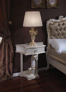 3645 TABLE DE CHEVET, Table de chevet classique avec des finitions de feuille d'or adaptés pour les chambres