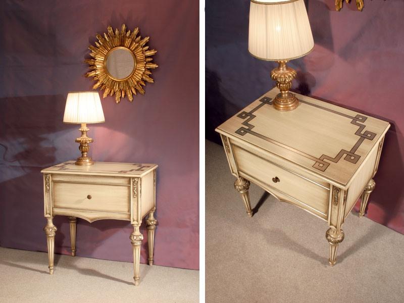 Art. 1340, Table en bois incrusté de chevet, pour hôtel classique