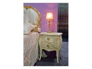 Art. 1601 Jasmine, Table de chevet dans un style classique, sculpté, un hôtel