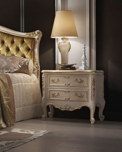 R45 / table de nuit, Table de chevet de style classique, avec des sculptures, laqué blanc