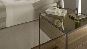 Narciso table de chevet, Table de chevet avec structure en fer, couvrant dans le miroir