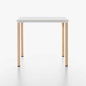 Monza mod. 9208-01 / 9203 / 9205 / 9224-01, Table empilable en aluminium avec plateau en laminé