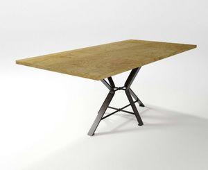 Aix, Table avec base en fer forgé