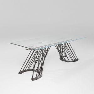 Pamplona, Table avec base en fer massif