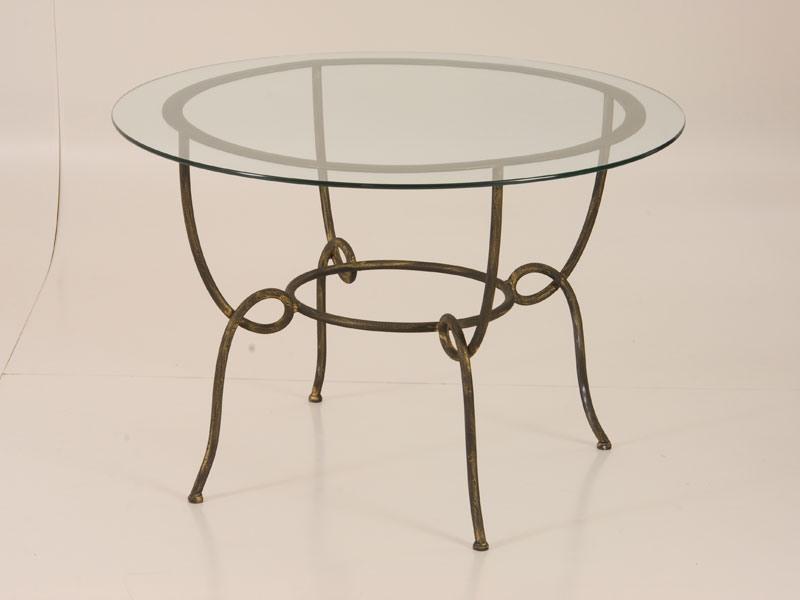 table avec plateau en verre rond pour une utilisation ext rieure idfdesign. Black Bedroom Furniture Sets. Home Design Ideas