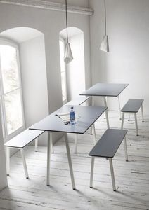 Format, Table avec cadre en métal, plateau en laminé