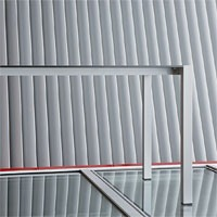 Space cod. 103, Table durable en aluminium anodisé pour les bars et les hôtels