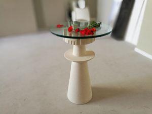 Agorà, Table avec plateau en verre, base en pierre sculptée