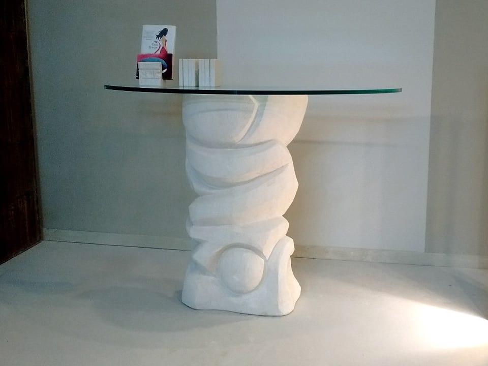 Equinozio, Table en pierre, avec plateau en verre reposant sur la base