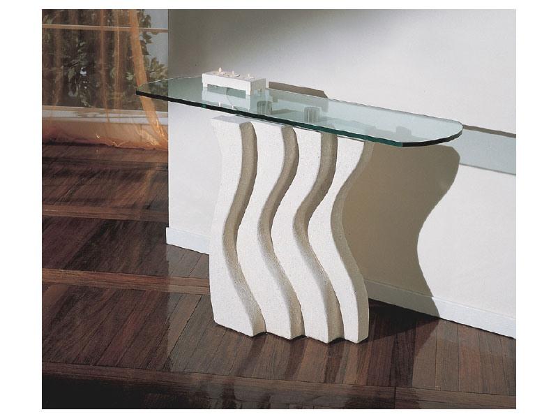 Onda, Colonne de pierre décorée pour les tables