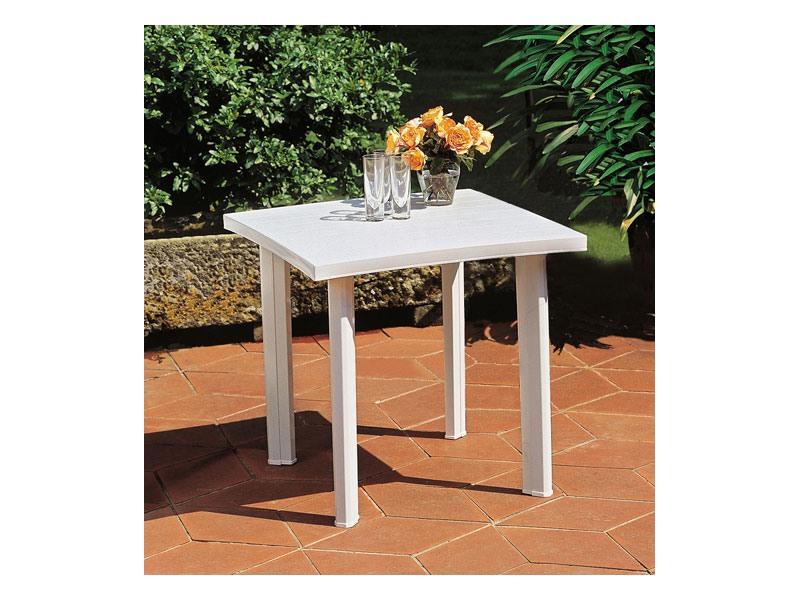 Fiocco, Table carrée faite de résine, une utilisation en extérieur