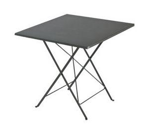 Step, Table pliante pour une utilisation en extérieur