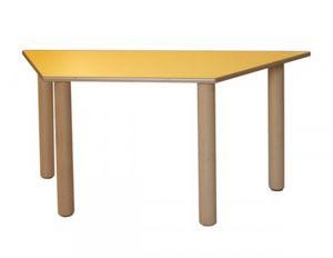 IT_T, Table trapézoïdale en bois, pour les aires de jeux