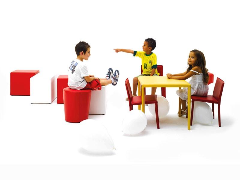 Junior, Petite table, recouverte de cuir, pour la cantine des enfants
