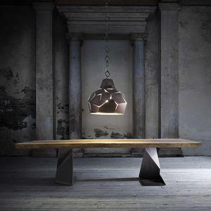 Trog, Table en bois massif avec pieds en fer