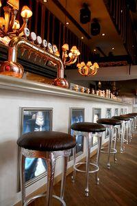 Club cuir, Tabouret classique idéal pour les hôtels et restaurants