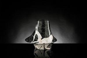 Eccentrico Small, Vase décoratif en marbre